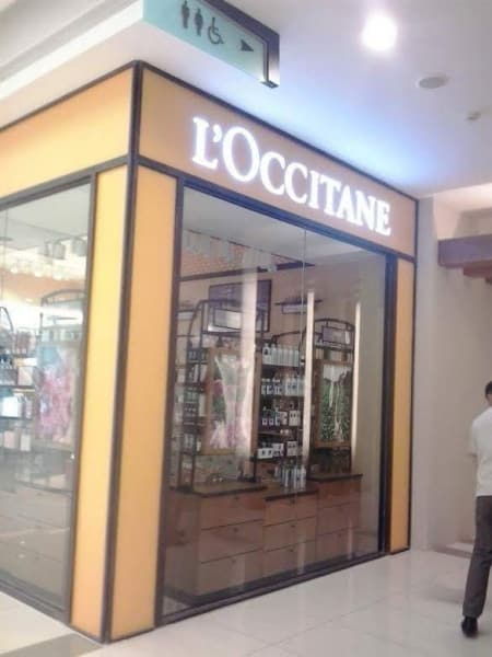 acrylic sign for L'occitane| acrylic signage|store signage