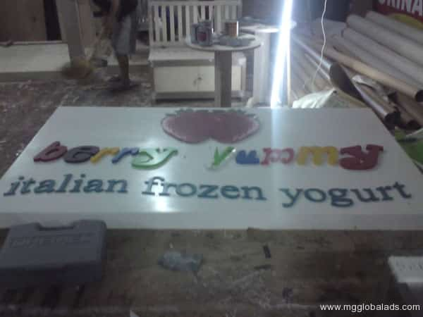Sign Maker | Signage | BERRY YUMMY| acrylic signage