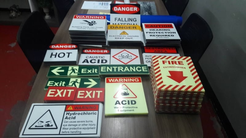 safety signs reflectorized