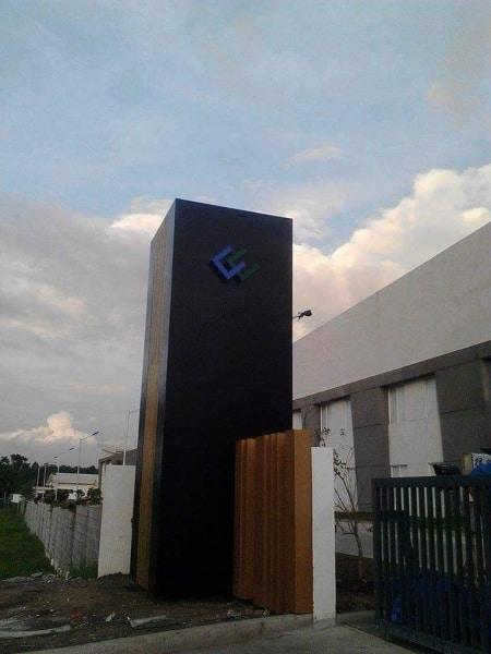 black pylon post| Acrylic Signage |signage company