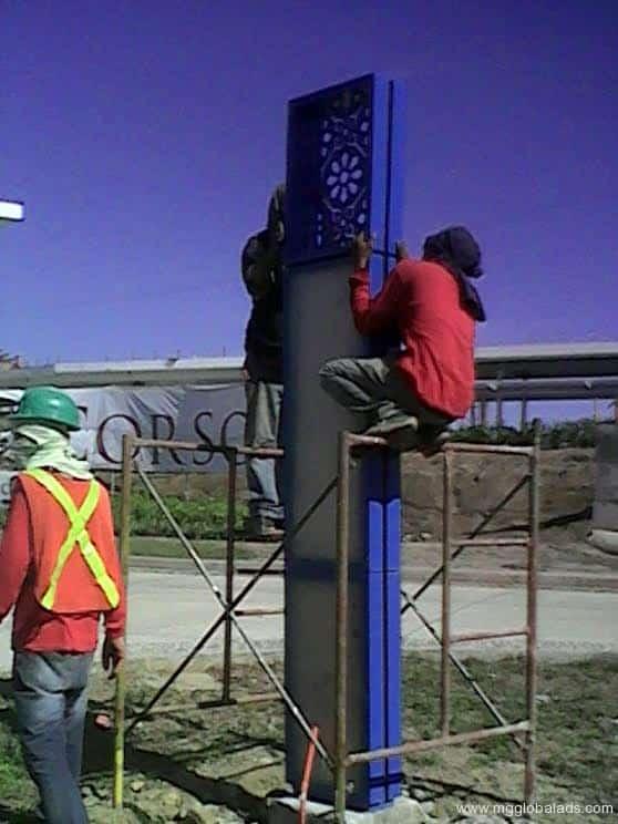 directional signage |pylon sign |Il Corso